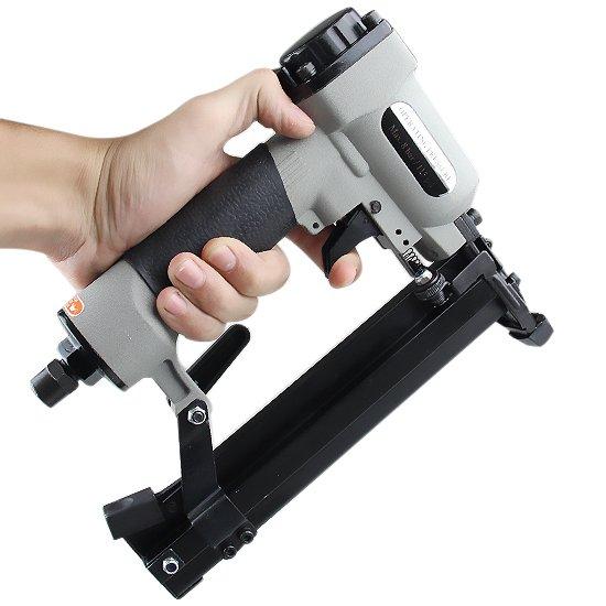 Grampeador/ Pinador Pneumático SCHULZ